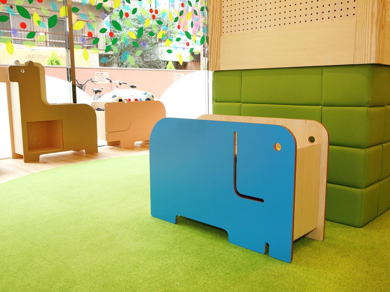 可動間仕切りとしての機能も持つ、みらいえ保育園の遊具の写真