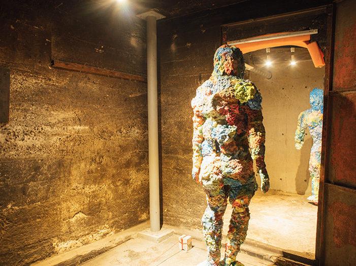 銭湯の釜部分を展示スペースとしたSENTOビルのギャラリーの写真
